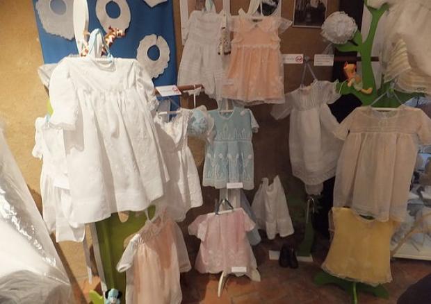 """Musée de la coiffe - Fresnay-sur-Sarthe - Expo temporelle  2015 -  """"l'élégance des petites filles"""" au début du XXème siècle"""